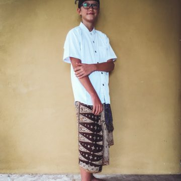 I like to be dressed in traditional balinese clothes