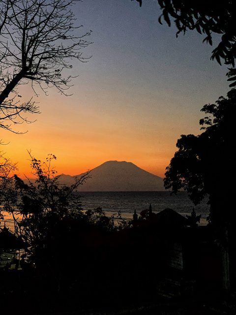 Look at this beautiful sunset! Agung throwns like a king on Bali