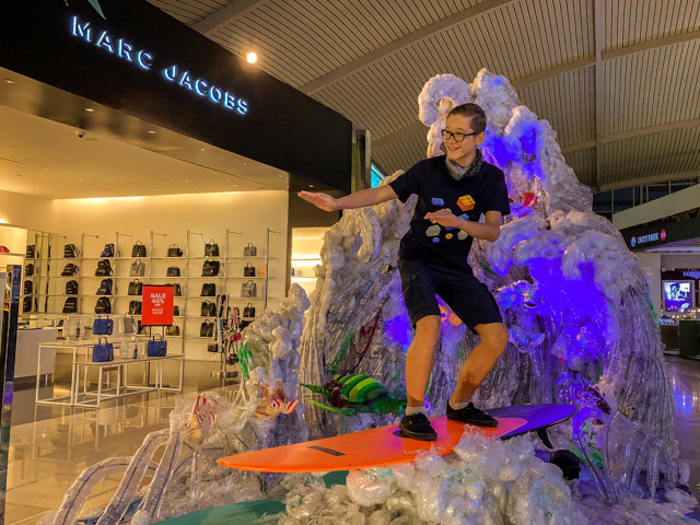 I'm surfing in the airport